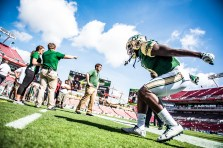 13 USF vs ECU 2016 - DB Deatrick Nichols Showing Off Vertical Jump Pre-Game (6016x4016)