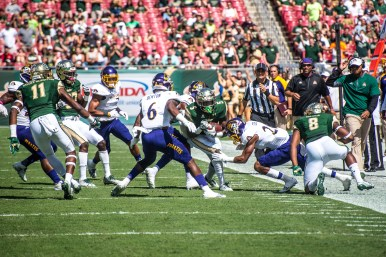 43 USF vs ECU 2016 - USF RB Marlon Mack rushes up field with WR Tyre McCants blocking ECU SS DaShawn Benton 2 (5731x3826)