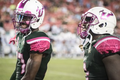 66 - UConn vs USF 2016 - USF WR Rodney Adams RB D'Ernest Johnson (6016x4016)