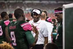 74 - UConn vs USF 2016 - USF Coach Willie Taggart speaking to QB Quinton Flowers RB Marlon Mack (6016x4016)