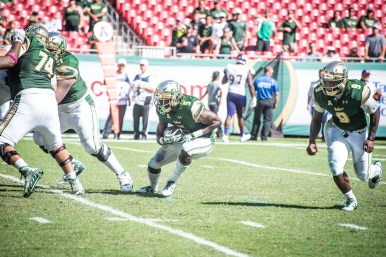 99 USF vs ECU 2016 - USF RB Marlon Mack and QB Quinton Flowers (6016x4016)