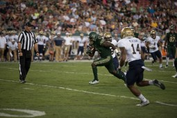53 - Navy vs. USF 2016 - USF RB D'Ernest Johnson TD run by Dennis Akers | SoFloBulls.com (5932x3960)