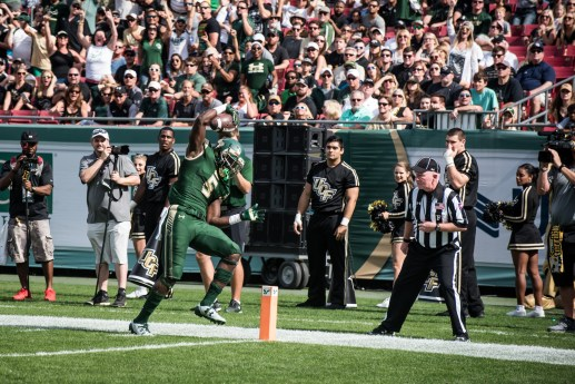 17 - USF vs. UCF 2016 - USF RB Marlon Mack tip toes in for the TD by Dennis Akers | SoFloBulls.com (4702x3139)