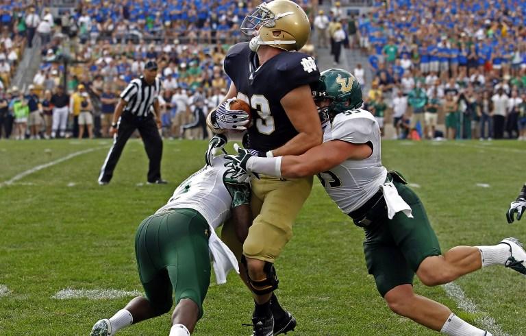 USF LB Mike Lanaris makes a tackle vs. Notre Dame 2011 USE (3843x2450)