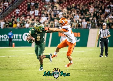105 - Illinois vs. USF 2017 - USF WR Tyre McCants by Dennis Akers | SoFloBulls.com (3220x2300)