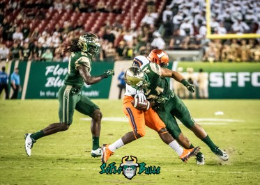 120 - Illinois vs. USF 2017 - USF LB Keirston Johnson Devon Jones-Stewart BIG HIT by Dennis Akers | SoFloBulls.com (3363x2402)