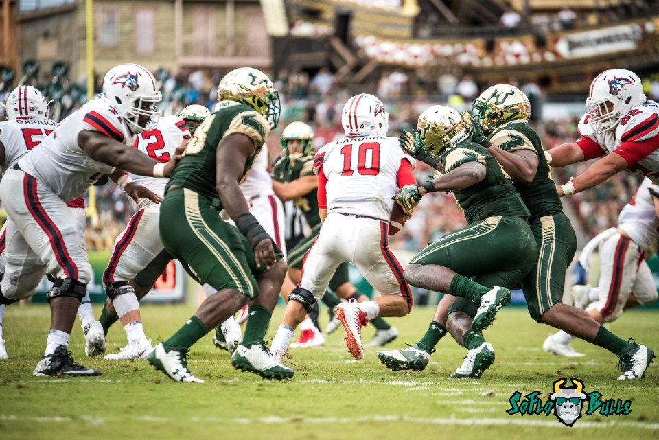 66 - Stony Brook vs. USF 2017 - USF Defense Rushing the QB by Dennis Akers | SoFloBulls.com (5860x3912)