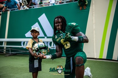 164 - Georgia Tech vs. USF 2018 - USF DB Deangelo Antoine smiles with a child after the game by Dennis Akers | SoFloBulls.com (6016x4016)