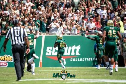 37 - Georgia Tech vs. USF 2018 - USF WR Terrence Horne Kick Return for Touchdown by Dennis Akers | SoFloBulls.com (4822x3219)