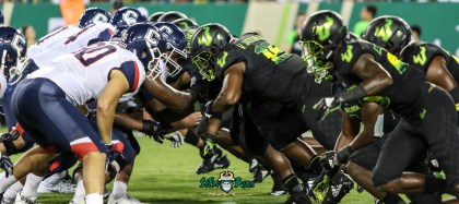 138 - USF vs. UConn 2018 - USF UConn OL vs. USF DL by Will Turner | SoFloBulls.com (5472x2445) - 0H8A8961