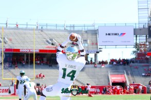 14 - USF vs. Houston 2018 - USF DB Vincent Davis by Will Turner | SoFloBulls.com (5472x3648) - 0H8A9341