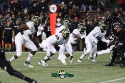 24 – USF vs. Cincinnati 2018 – USF LB Greg Reaves Tyrone Barber Brandon Boyce by Will Turner – SoFloBulls.com – 0H8A1012