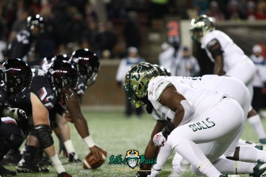 47 – USF vs. Cincinnati 2018 – USF DL vs. Bearcats OL by Will Turner – SoFloBulls.com – 0H8A1059