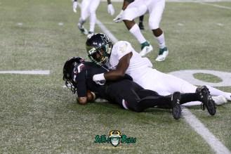 78 – USF vs. Cincinnati 2018 – USF Player making a tackle by Will Turner – SoFloBulls.com – 0H8A1172