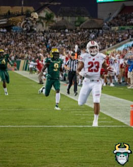 52 – Wisconsin vs USF 2019 – RB Jonathan Taylor Touchdown KJ Sails by David Gold – DRG05417