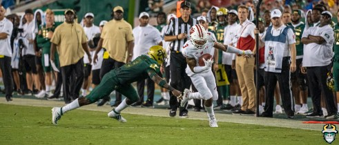 86 – Wisconsin vs USF 2019 – USF DB Vincent Davis tackles Kendric Pryorby David Gold – DRG06053