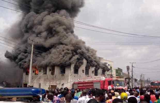Fire Destroys Shops At Dugbe Market in Ibadan (Photos,Videos)