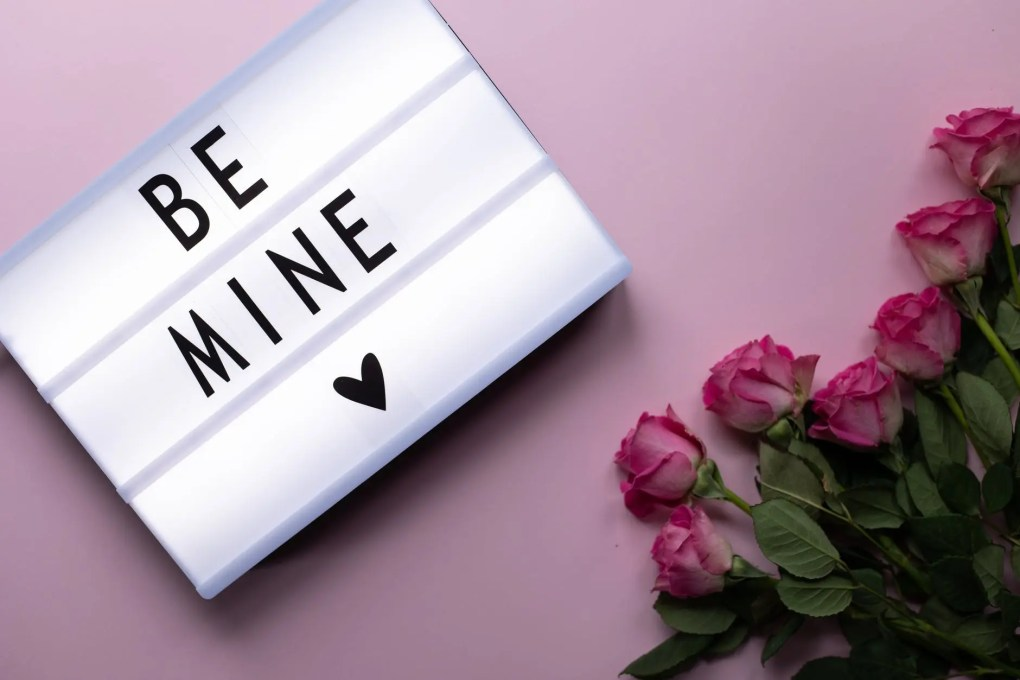 be mine inscription with bunch of roses
