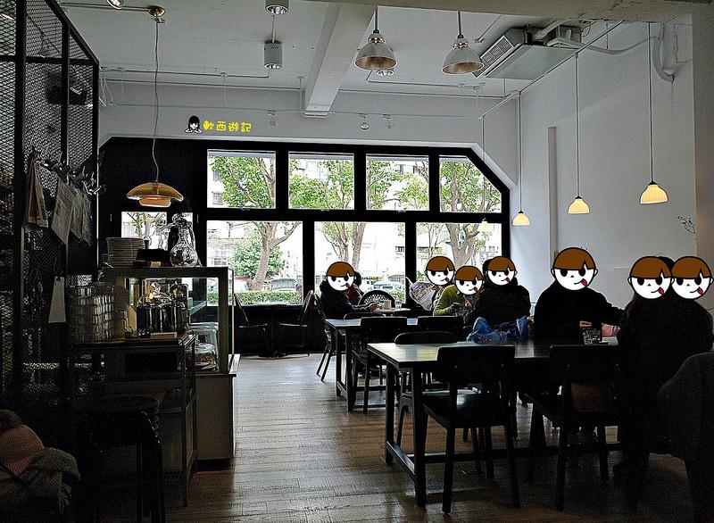 [食記]台北忠孝新生站 KiOSK 藍白簡約風格咖啡廳! *有wifi 免費插座 不限時 附完整菜單* 忠孝新生站不限時咖啡廳