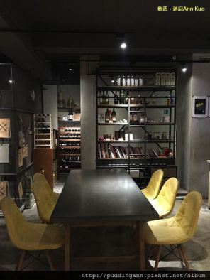 [食記]台北雙連 AllenDickson 艾倫狄克森咖啡與廚房 氣氛餐廳創意福祿壽小漢堡好喝奶昔三五好友一起聊天聚餐吧
