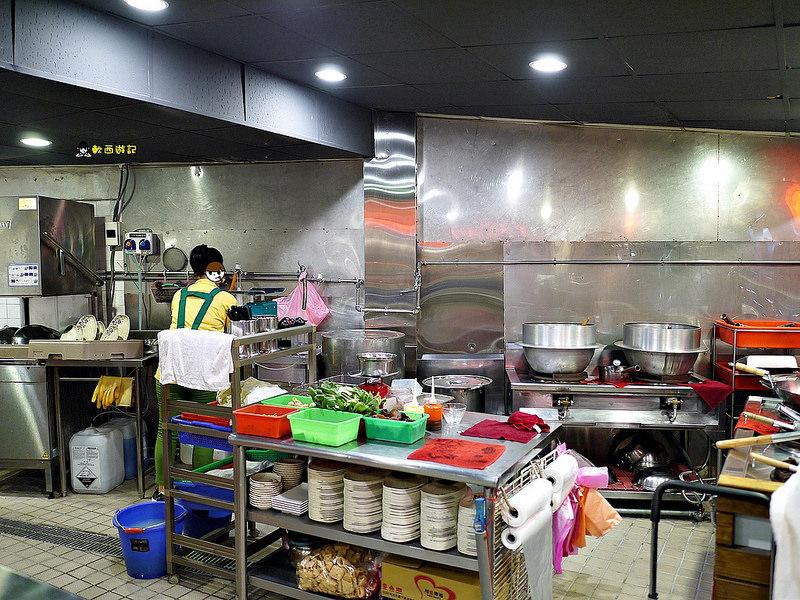 [食記]台北南京三民站 山羊城全羊館羊肉爐(松山健康店) 高CP值平價羊肉爐 消夜好選擇