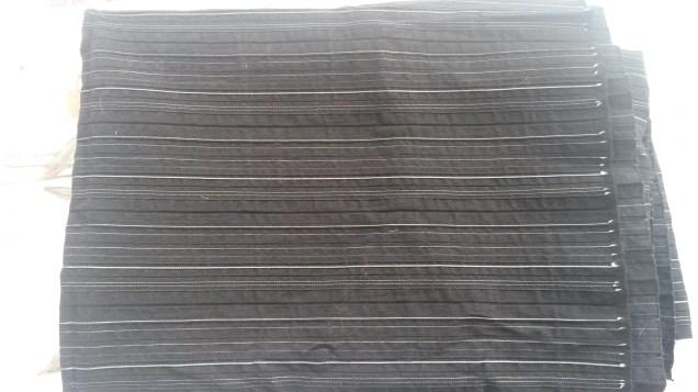 Tissu stretch noir rayures argent - 150 x 103 cm - 5€