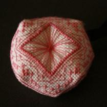 biscornu-rose-blanc-sablaise03