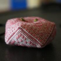 biscornu-rose-blanc-sablaise04