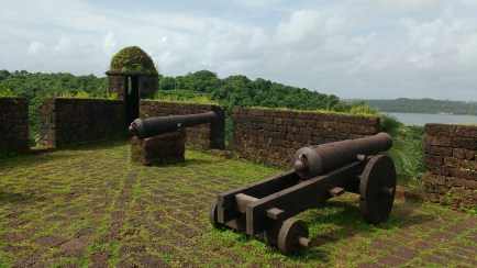 Well equiped fort... Great objects for photographers