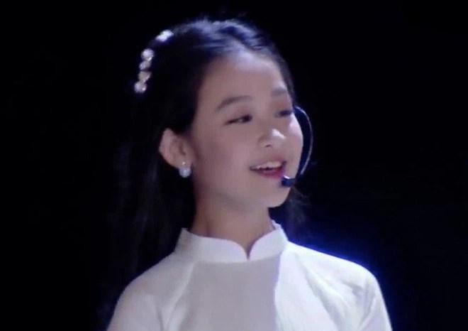 3 mỹ nhân nhí đang hot nhất Vbiz: Bản sao Phạm Hương đóng cảnh nóng năm 13 tuổi đến Hoa hậu Hoàn vũ khi chỉ vừa lên 7 - Ảnh 15.