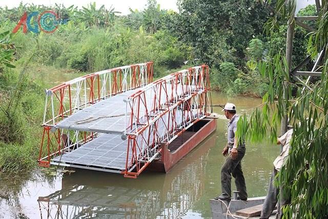 Cuối năm 2014, mô hình xây cầu siêu tốc của anh Lê Văn Cư (thường gọi Ba Đạt), nông dân ấp xã Lương An Trà (Tri Tôn) được nhiều người biết đến. Khi đó, nhóm của anh Đạt chỉ mất có 2 giờ để hoàn thành cây cầu bắc qua con kênh rộng 26 m.