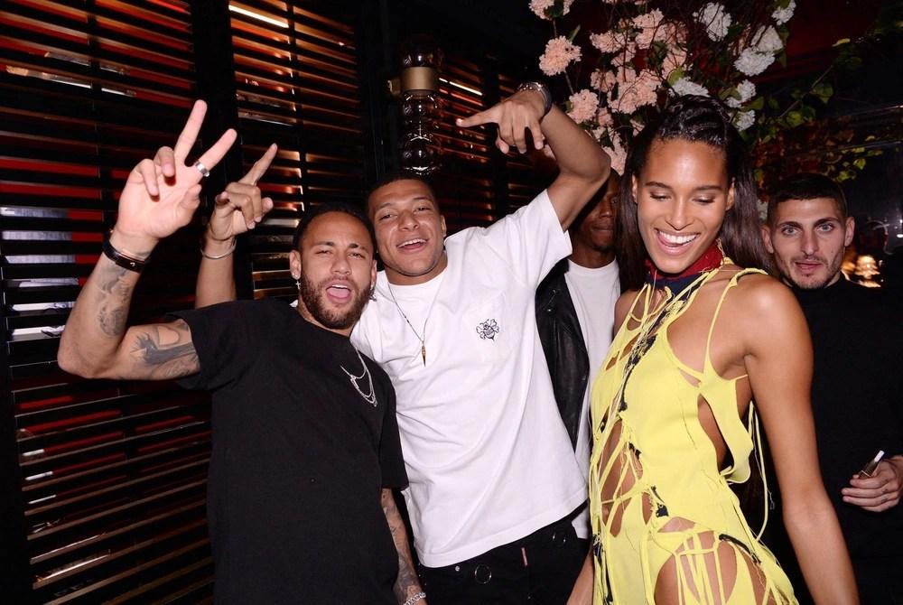Neymar và Mbappe chơi tới bến ở sinh nhật của chân dài bốc lửa, lấy đâu ra mâu thuẫn? - Ảnh 3.