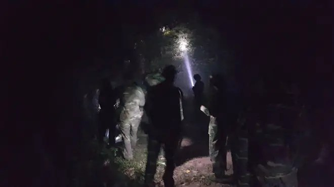 Hà Nội: Hơn 2000 người trắng đêm khống chế vụ cháy rừng lớn nhất, lâu nhất trong lịch sử - Ảnh 1.