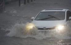 Sài Gòn mưa như trút nước, hàng chục tuyến đường bị ngập vì ảnh hưởng của bão số 9
