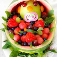 Melon barnevogn fylt med fruktsalat