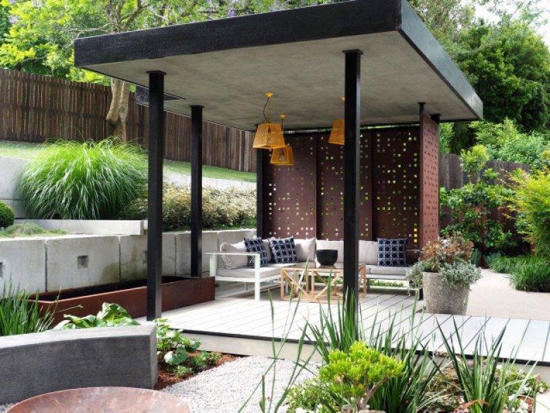 A landscape screen adds visual interest and style