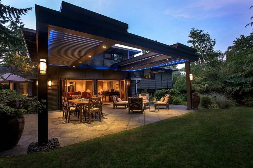 The right lighting sets the outdoor mood