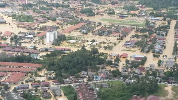 Satu bandar ditenggelami air