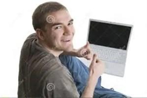 gembira bermain laptop