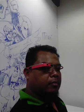 gambar orang kacak pakai kacamata
