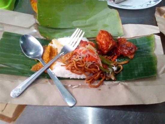 Nasi Ambang antara menu asli masyarakat Muar yang disajikan di restoren R&H Satey
