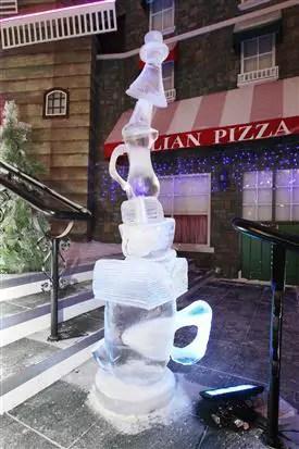 ukiran ais dalam SnowWorld