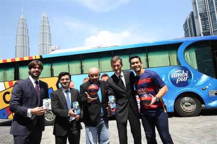Bas (belakang) inilah yang bakal menjejah Malaysia untuk peraduan menagi percutian ke Barcelona dan Tendangan Penalti Bau Busuk