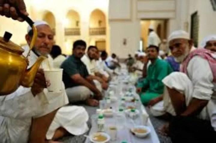 berbuka-puasa-di-masjid