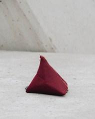 bolso piramide granate 2