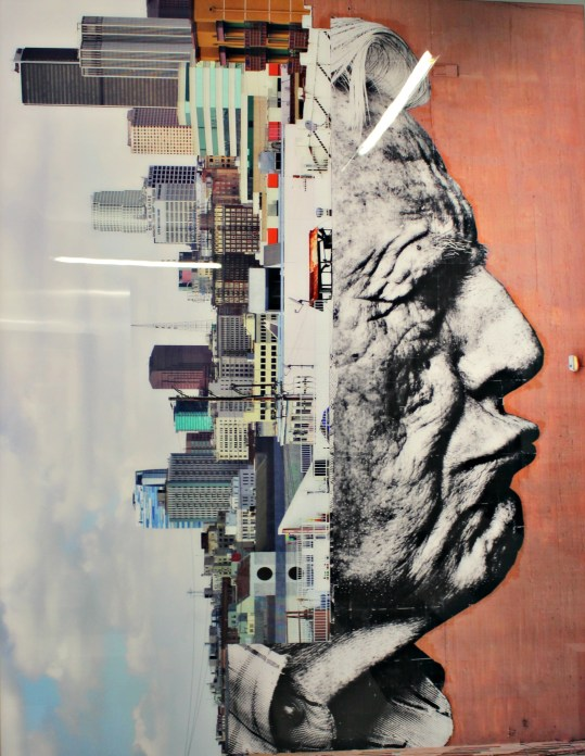 """Photographie """"The wrinkles of the city, Los Angeles-Robert Upside Down, Downtow USA"""" par JR"""