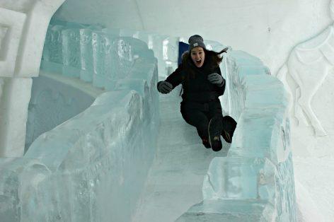Toboggan tout en glace