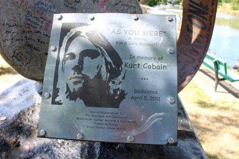 Plaque commémorative de Kurt Cobain avec quelques unes de ces citations les plus célèbres