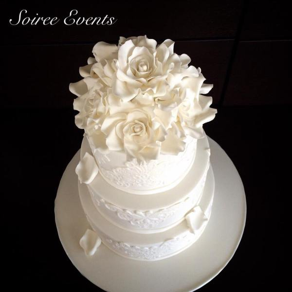 ivory sugar lace cake with sugar roses