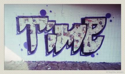 o.T, Graffiti-Kunst, Flutrinne Dresden Pieschen, 2013